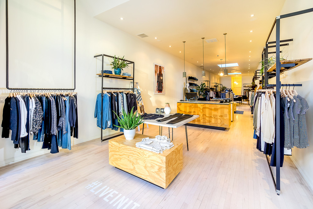 A retail shop's flagship San Francisco store, completed in 5 weeks - just in time for the holidays -