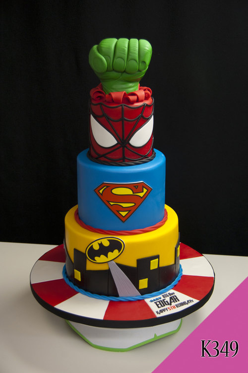 gteau super heroes cake