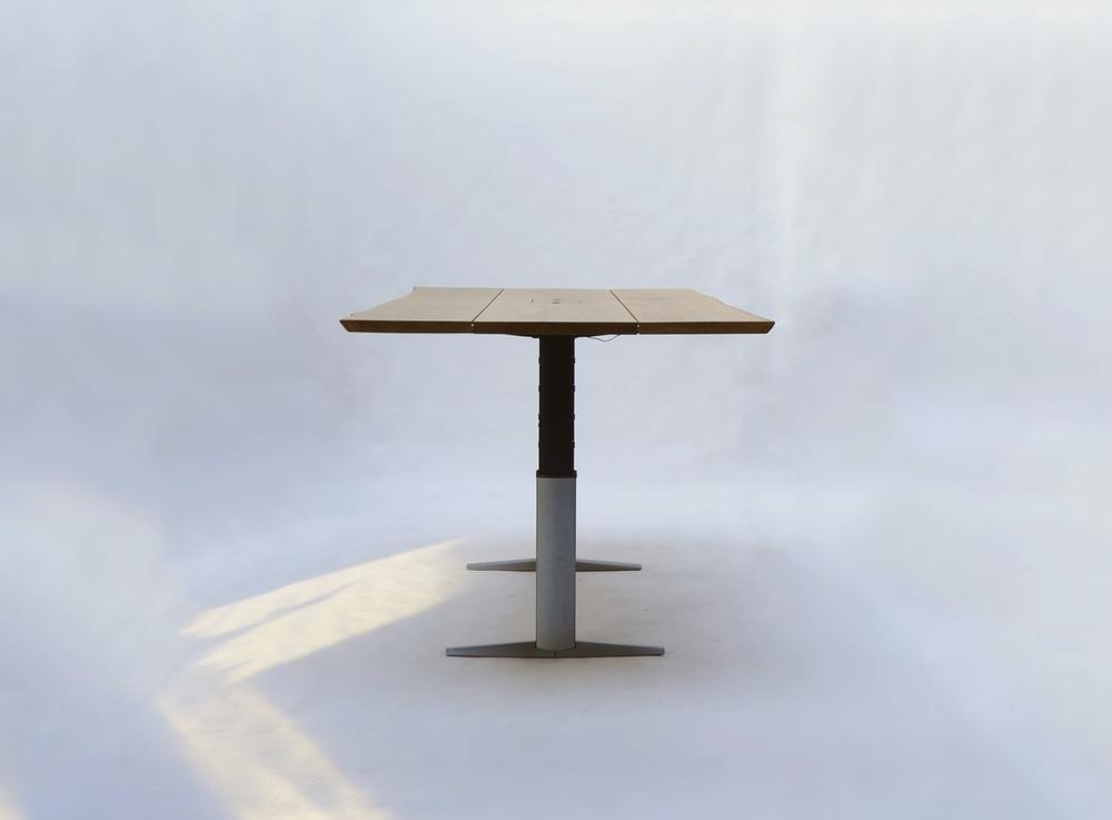 Bordet ses her, i den højeste position.