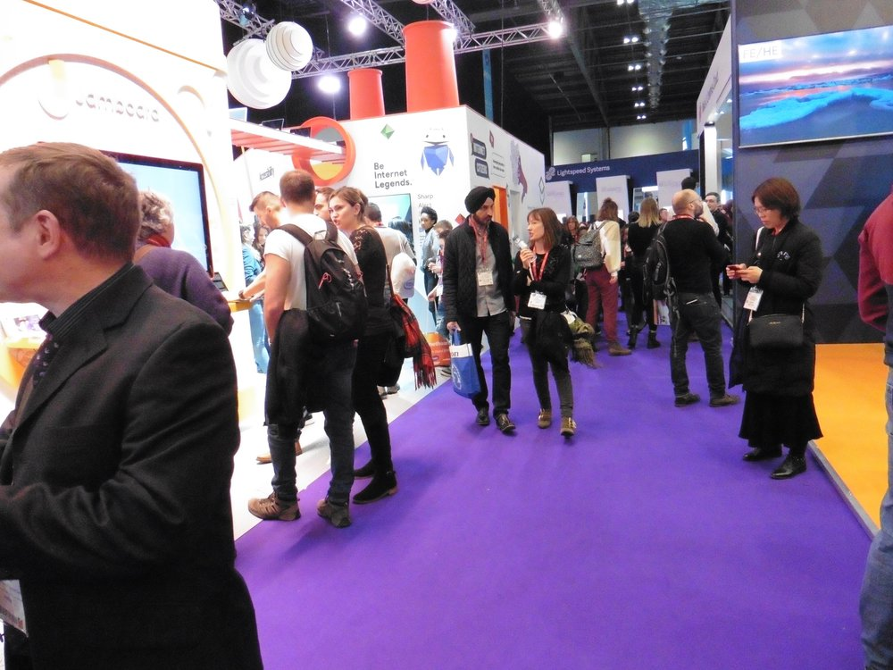 Bett crowd 05 by Terry Freedman.jpg