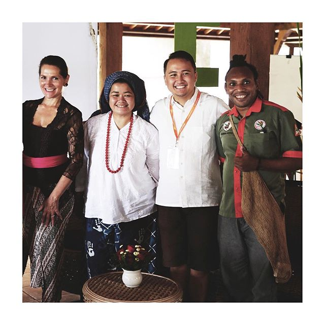 #ethicalfoodstories Adding to the list of mind-blowing people met this weekend is The Jungle Chef from Jayapura, Papua (far right) - Pace Chato (Chef Toto). Chef Toto uses indigenous jungle foods and foraging techniques whilst collecting food heritage stories. He brings his smarts to empower and influence his community and has trained local residents in hospitality training with his Jungle Chef program. And does all this in his trademark hiking boots 👏🏼 #hikingboots #cheftoto #junglechef #uff2017 #ubud #foodstories #foraging #sustainable #westpapua #indonesia #neighbourgood