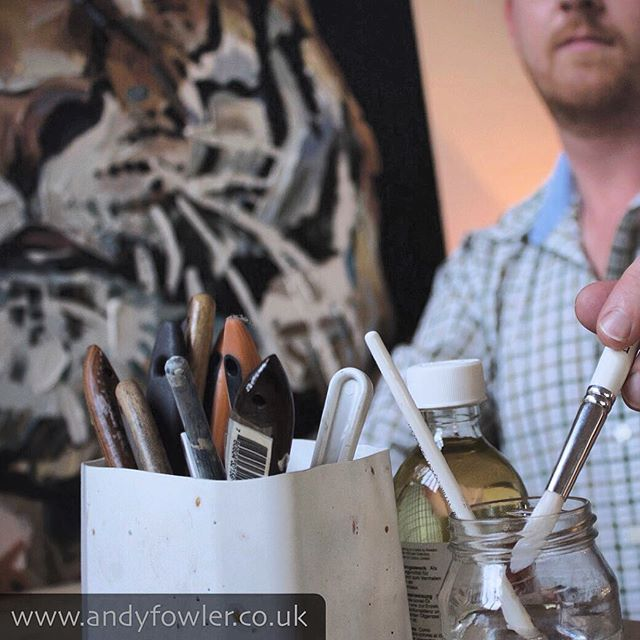 Website photo shoot... #tiger #tigerpainting #palletknifepainting #oilpainting #painting #wildlifeart #wildlifeartist #andyfowler #andyfowlerart #andyfowlerartist
