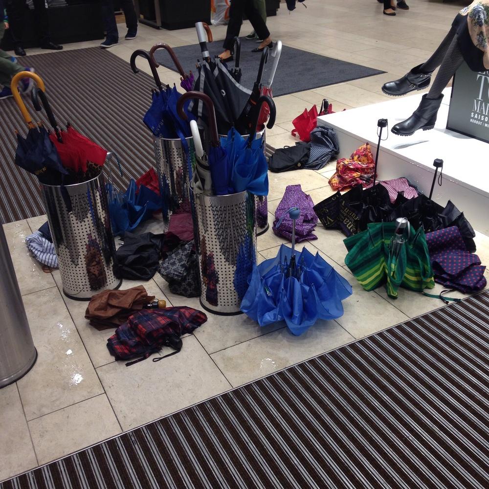 Parade von Regenschirmen im P&C