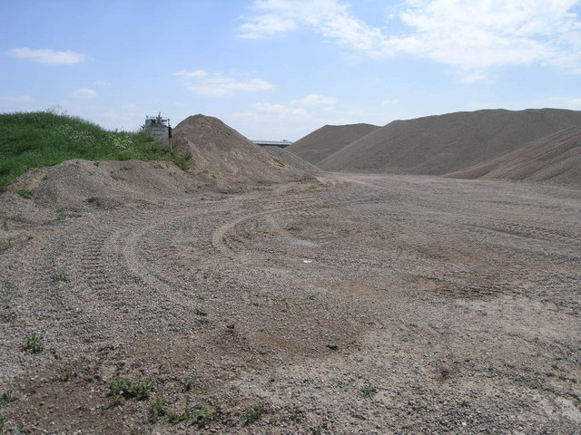 Gravel_Quarry_-_geograph.org.uk_-_179415.jpg