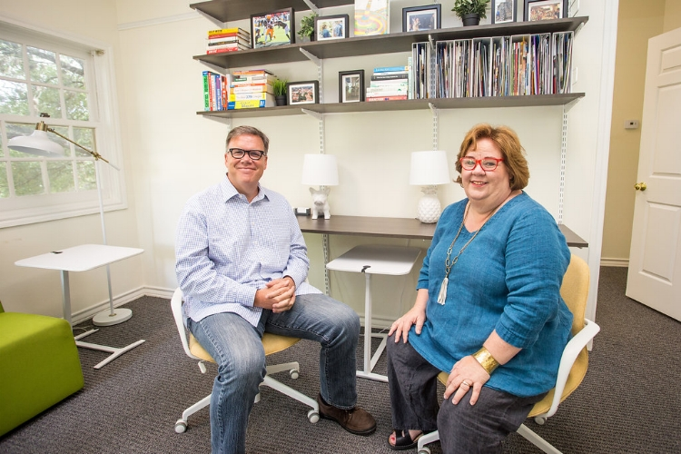 Lisa Bain Carlton and Bob Carlton   are nationally recognized experts at helping families successfully navigate the college admissions process.