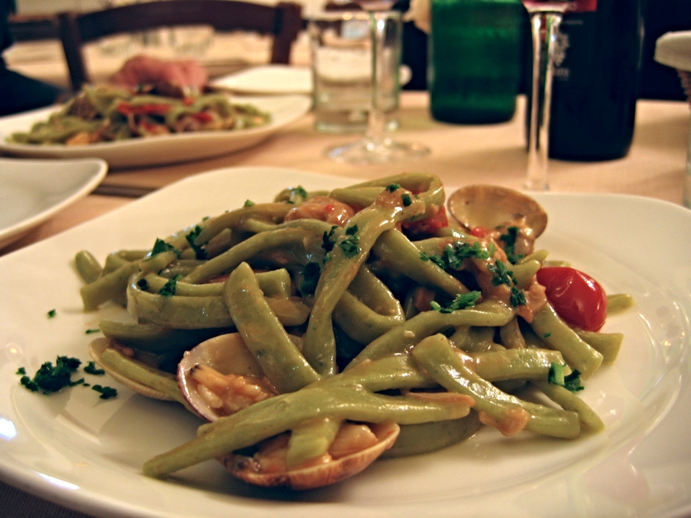 Strozzapreti with cherry tomatoes and clams