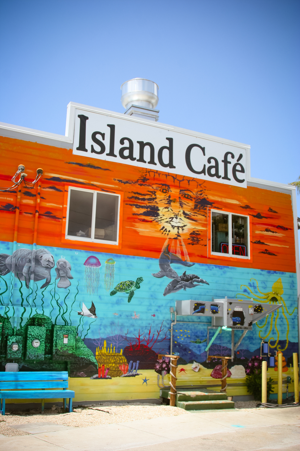 Look for the brightmural on the side ofThe Island Cafe as you come into town, for good seafood, live music, and the view!