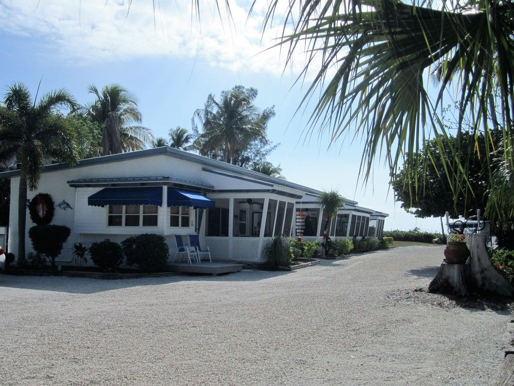 Tropical Winds Beachfront Cottages, Sanibel, Florida
