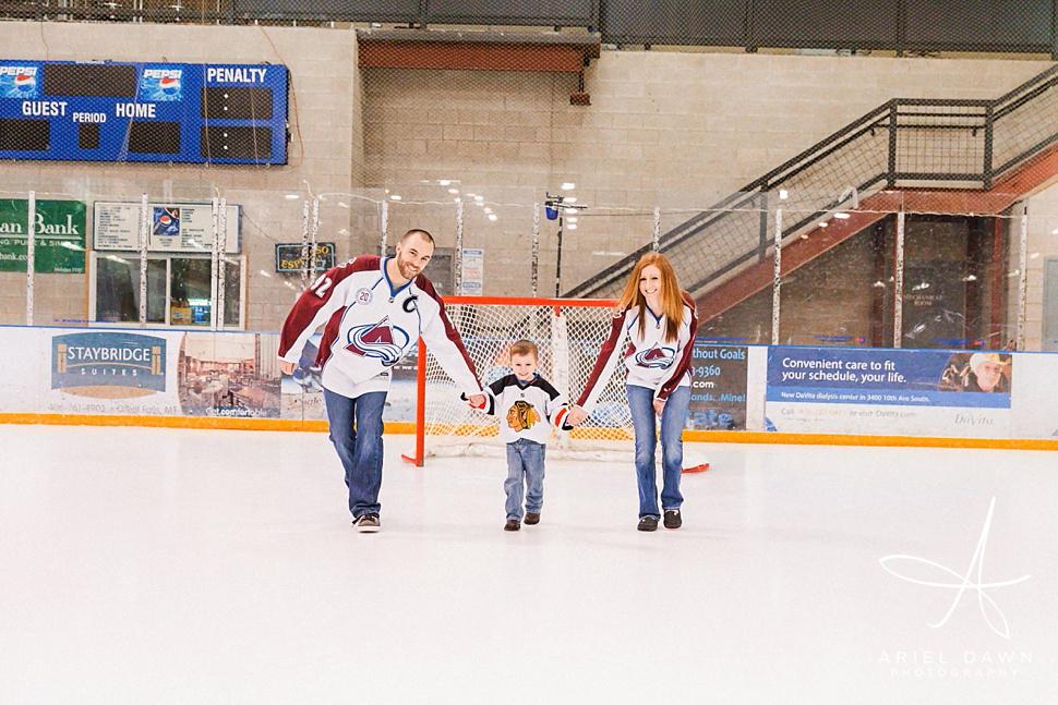 HockeyRinkEngagementPhotos_06.jpg