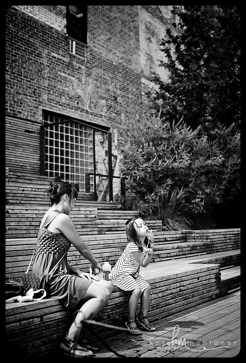 motherdaughterblowingbubbleskatemontanerphotography