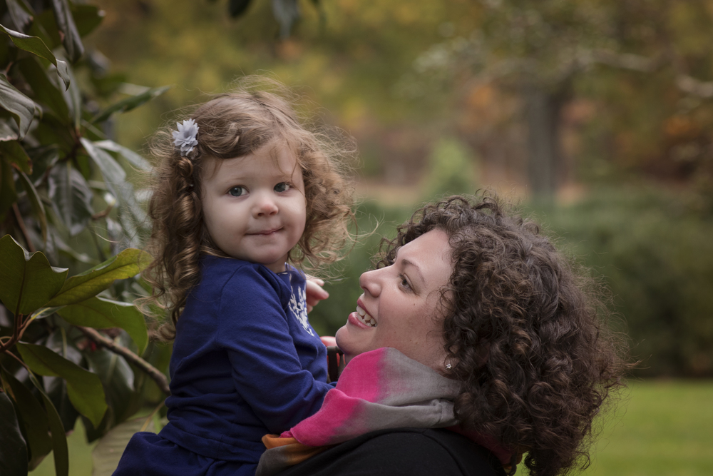 Mother and Daughter with beautiful curly hair Loudoun Photogrrapher kate Montaner Photography