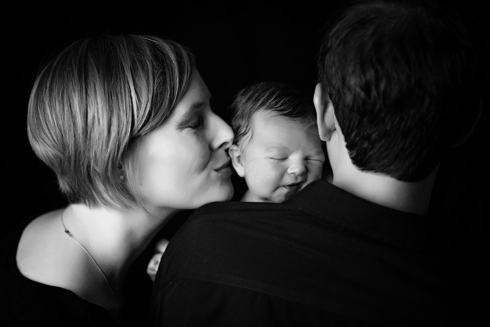Newborn photographer kate montaner photograhy dad and mom