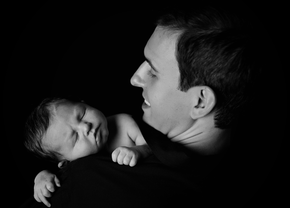 Newborn-Photographer-Kate-Montaner-Photograhy-dad-and-baby-black-and-white-monochrome (1).jpg
