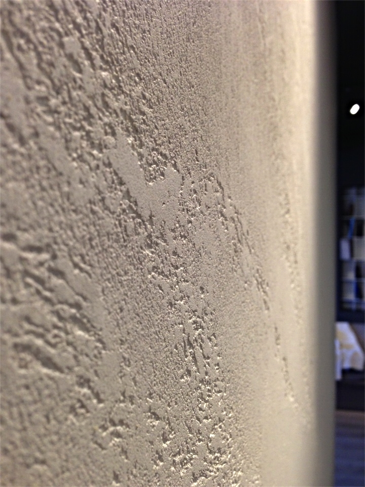 Close up special textured paint travertino romano oikos by for Travertino romano