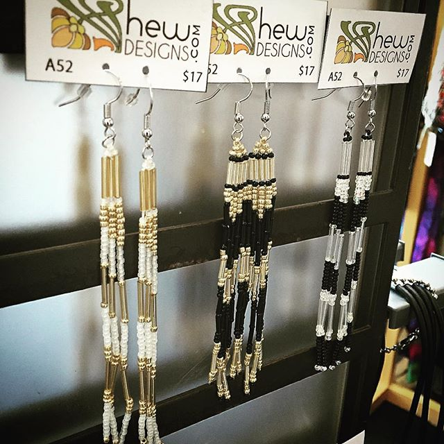 As a side project I'm making earrings to sell at #ArtiCulture #earrings #seadbeads #glassbeads #beading #beadedearrings #gold #black #silver #hewdesigns #jewelry #handmade #itsgoodtohavehobbies