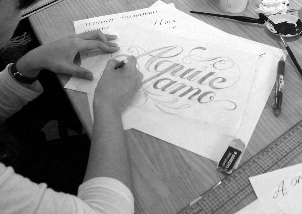 技术的演进,手绘艺术字也开始反攻数位字型,现在手写风格的字体反而