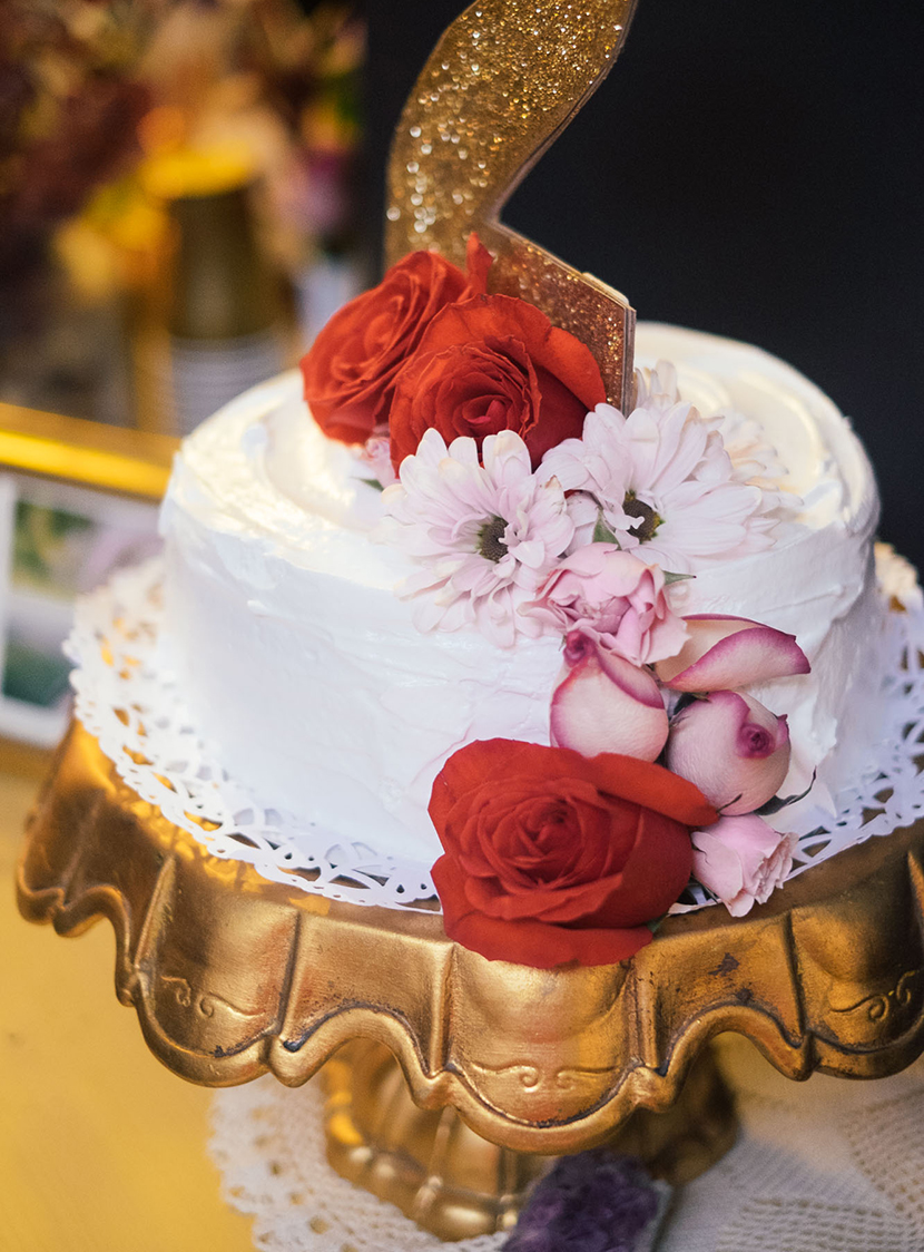 flower topped cake wedding how to use flowers in your wedding gold cake stand parker etc