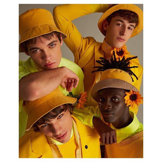 😉☀️🤗Color! for @icon_elpais 🙃☀️😊 Styling - @anamurillas  Makeup - @bo_champagne  Hair - @eliaspedrosa  Casting - @michelebisceglia_  Post - @franciscovargas  Production - @adrianasuarezproducer  #yellow#malemodels#editorial#fashion#fun#happy#sunflower#yellowfashion