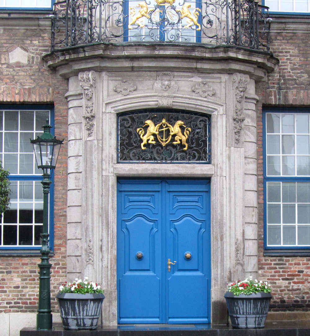Düsseldorf city hall door (photo by John Hagstrom)