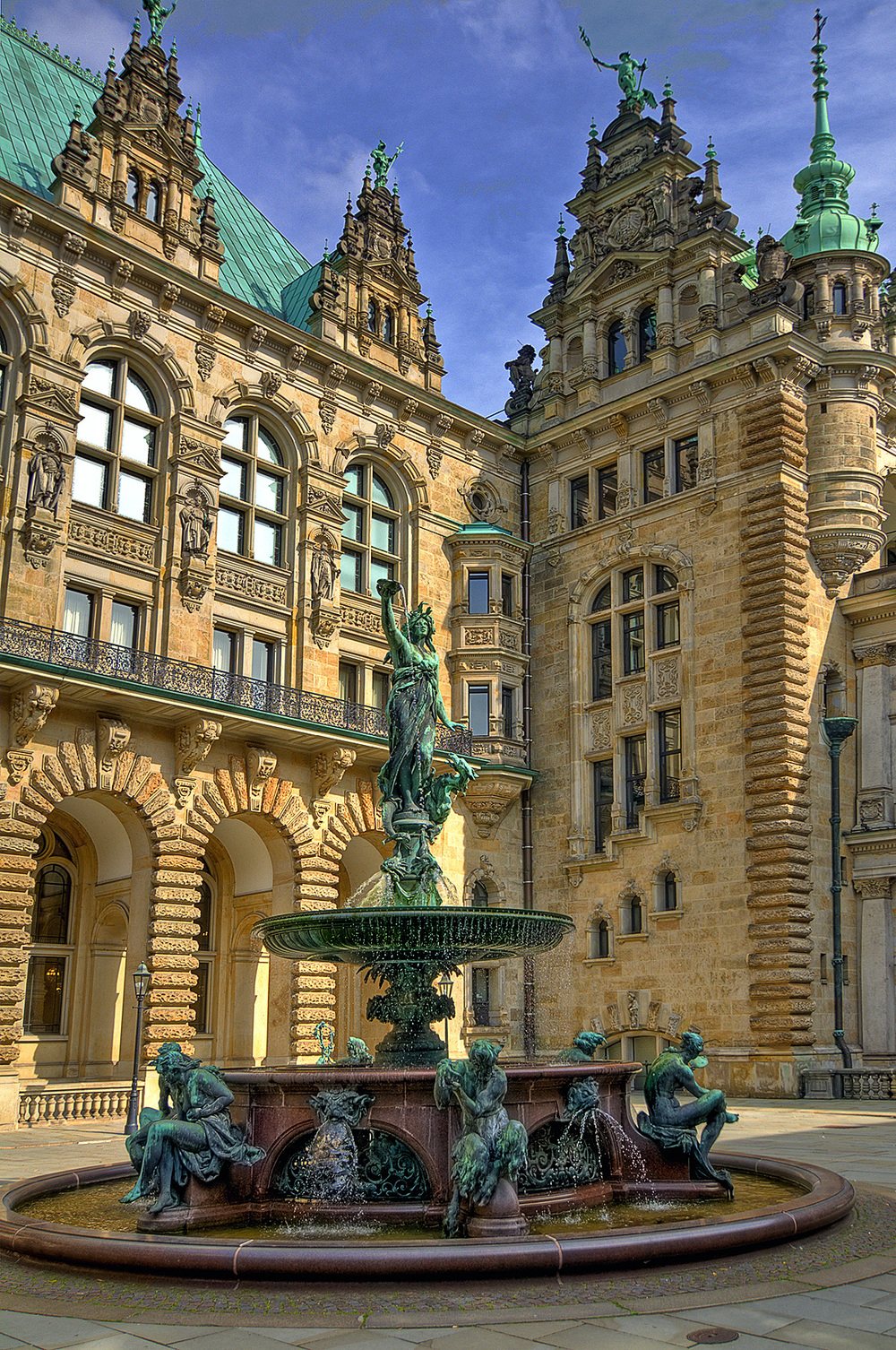 City Hall inner courtyard with the Fountain of Hygieia, classical goddess of health (photo by Ulrich Kerstling)