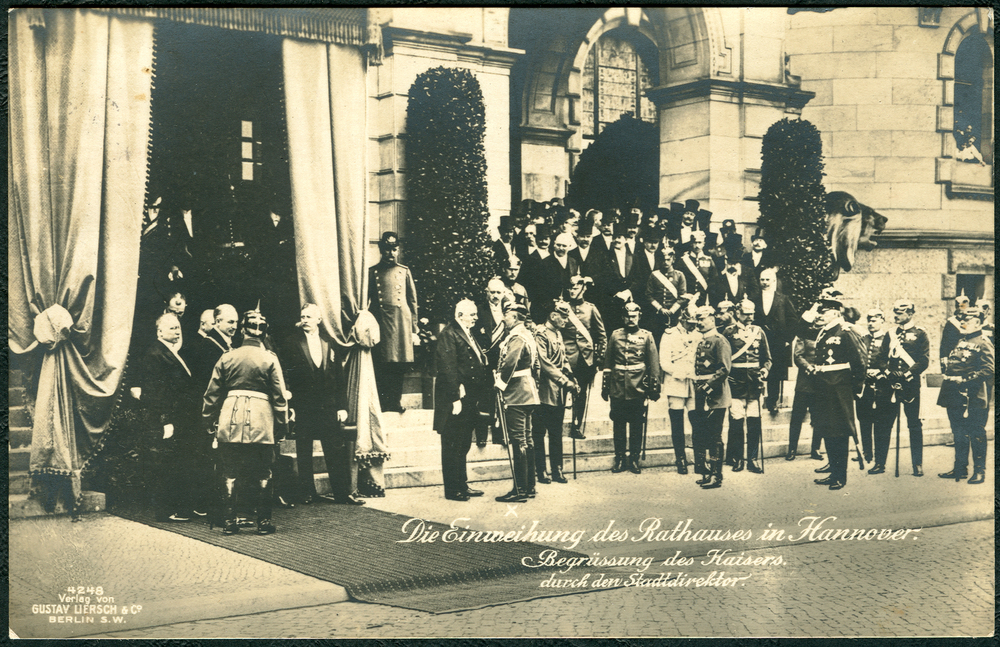 Inauguration of the new city hall in 1913; Mayor Heinrich Tramm and Kaiser Wilhelm II in the center