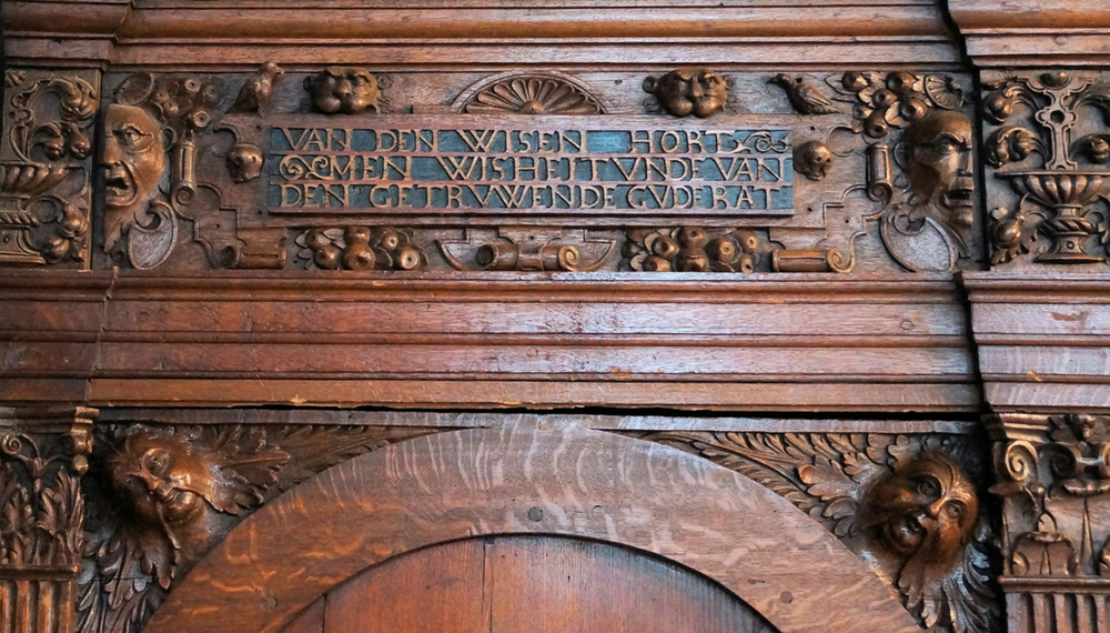 "Inscription above the left door: ""From the wise, one hears wisdom and from the loyal, good advice"" (thanks to Volker Langbehn for the translation)"