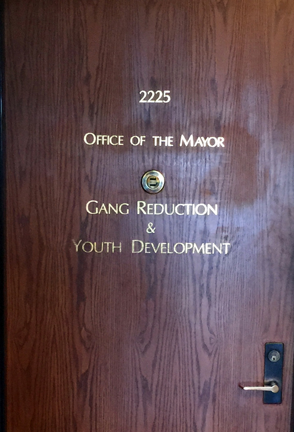 The  Los Angeles Times  estimates the number of local gang members to be 120,000