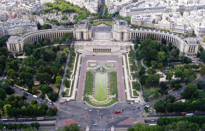 Aerial photo of the Chaillot Palace today (photo: Panoramio)