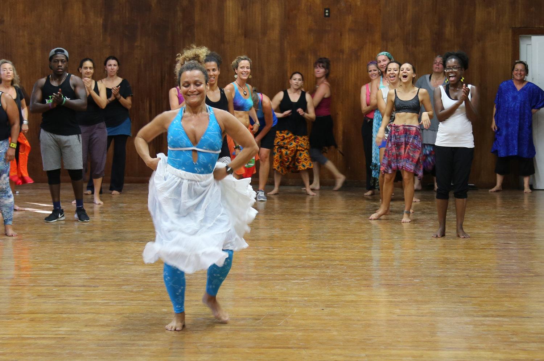 Quenia teaching fun dance moves