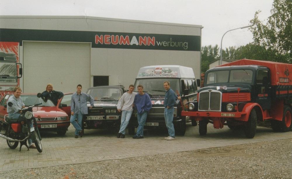 1993: Einzug in Hallenräume am Habichtsweg 2, erstes nostalgisches Werbefahrzeug