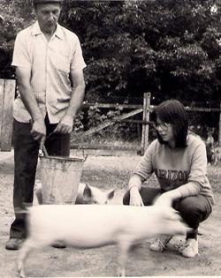 A nyarakat nagyszüleimnél töltöttem egy somogyi kis faluban vagy egy békés megyei községben.  Meghatározó élmények voltak ezek az idők az állatok és a természet közelségében.