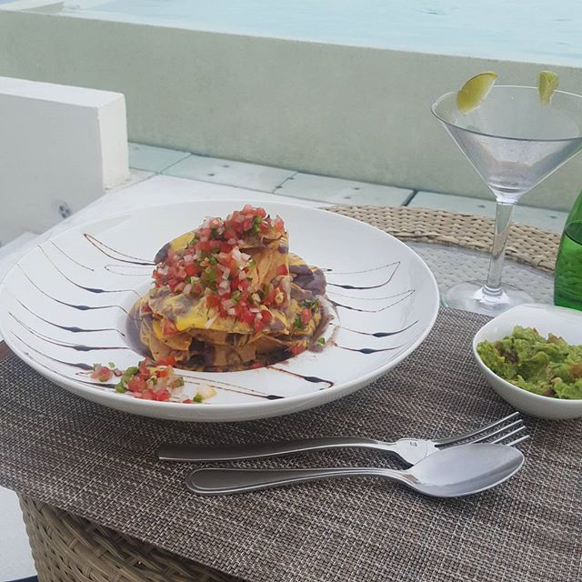How they do nachos en playa del carmen  #fancy #nachos# summer #vacation #harelm #sexytacodirtycash