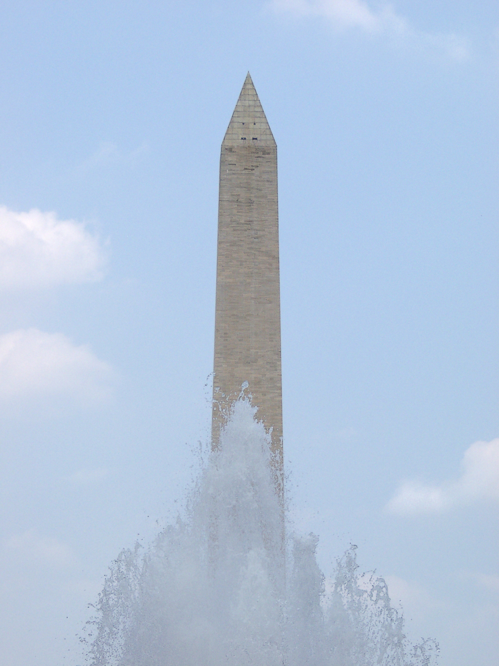 20040701_dc_monument_spray.jpg
