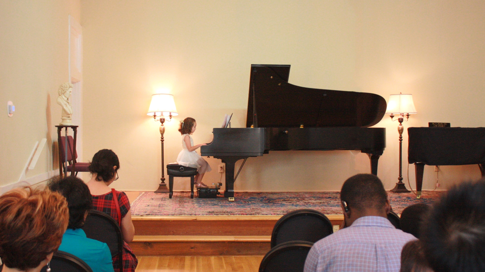 Student performing at BEETHOVEN Club