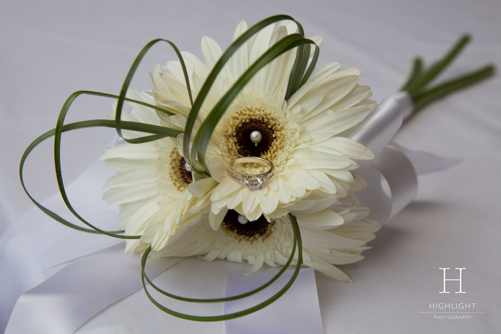 highlight_photography_wedding_new_zealand_flowers_wedding_ring_stewart_dawsons.jpg