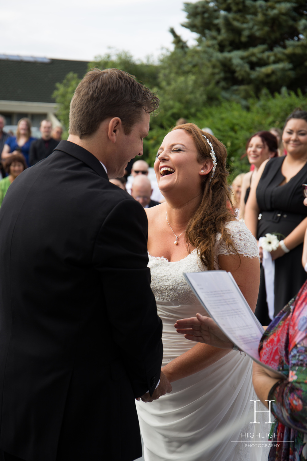 highlight-photography-new-zealand-wedding-laughter.jpg