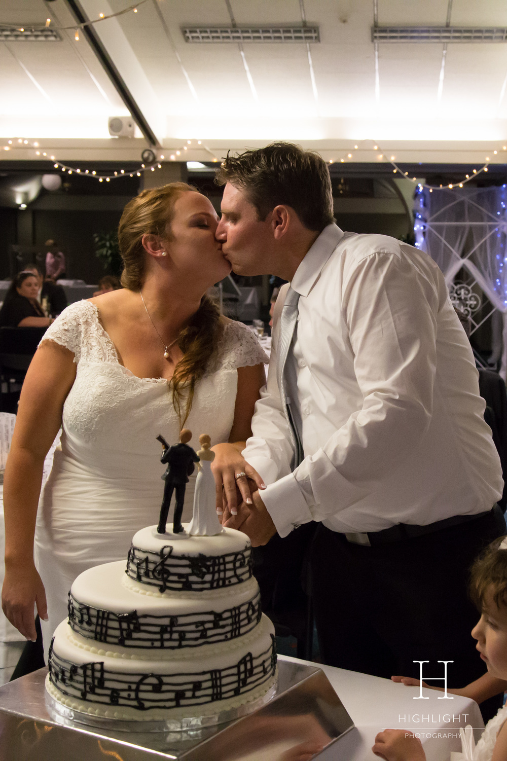 highlight-wedding-photography-palmerston-north-cake-kiss.jpg