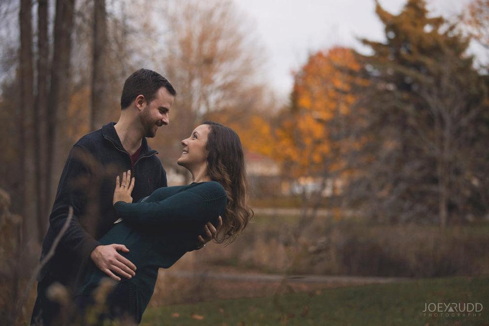 Brockville Engagement Photos by Ottawa Wedding Photographer Joey Rudd Photography Dipping Pose