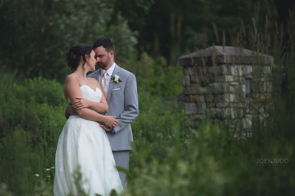 Val-des-Monts Wedding by ottawa wedding photographer joey rudd photography stone gate