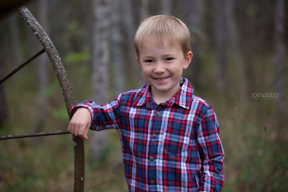 Family Photography Session in Perth Ontario by Ottawa Photographer Joey Rudd Photography  Child