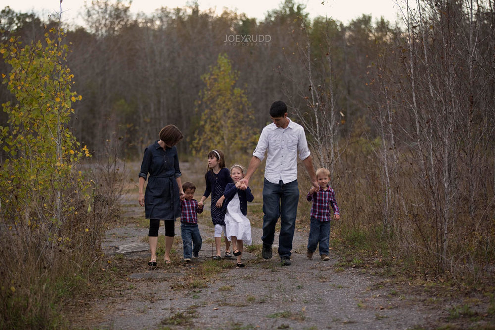Family Photography Session in Perth Ontario by Ottawa Photographer Joey Rudd Photography Lifestyle Path