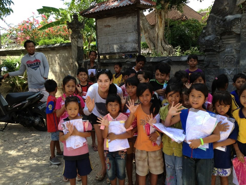 Throwback to a Smile Clothing Drop (one for one) t-shirt giving in Nusa Penida, Indonesia.
