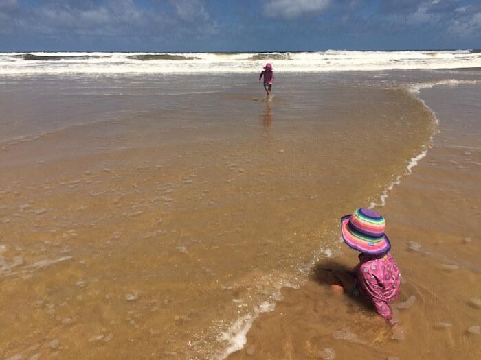 lilanigoonesena-take-holiday-freelancer-beach