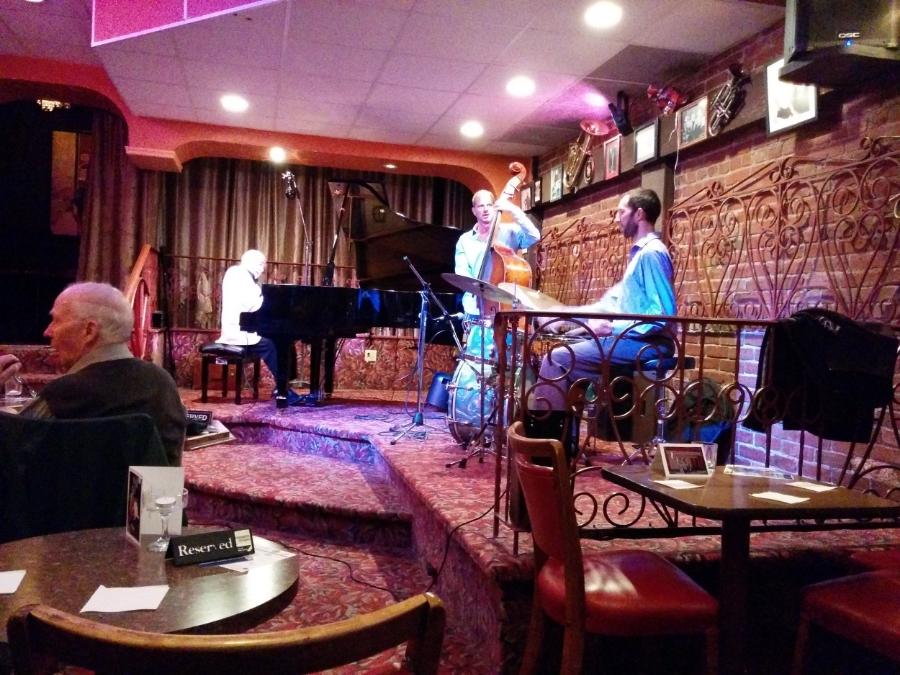 victoria-hermanns-jazz-club