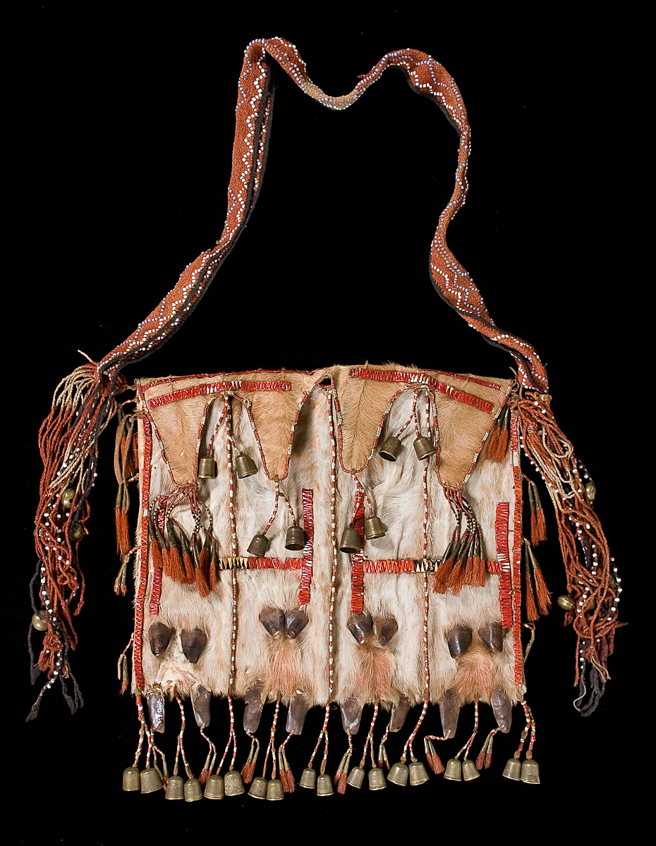 Front view of the PRM Dew Claw Bag 1954.9.22. Image courtesy of the Pitt Rivers Museum.