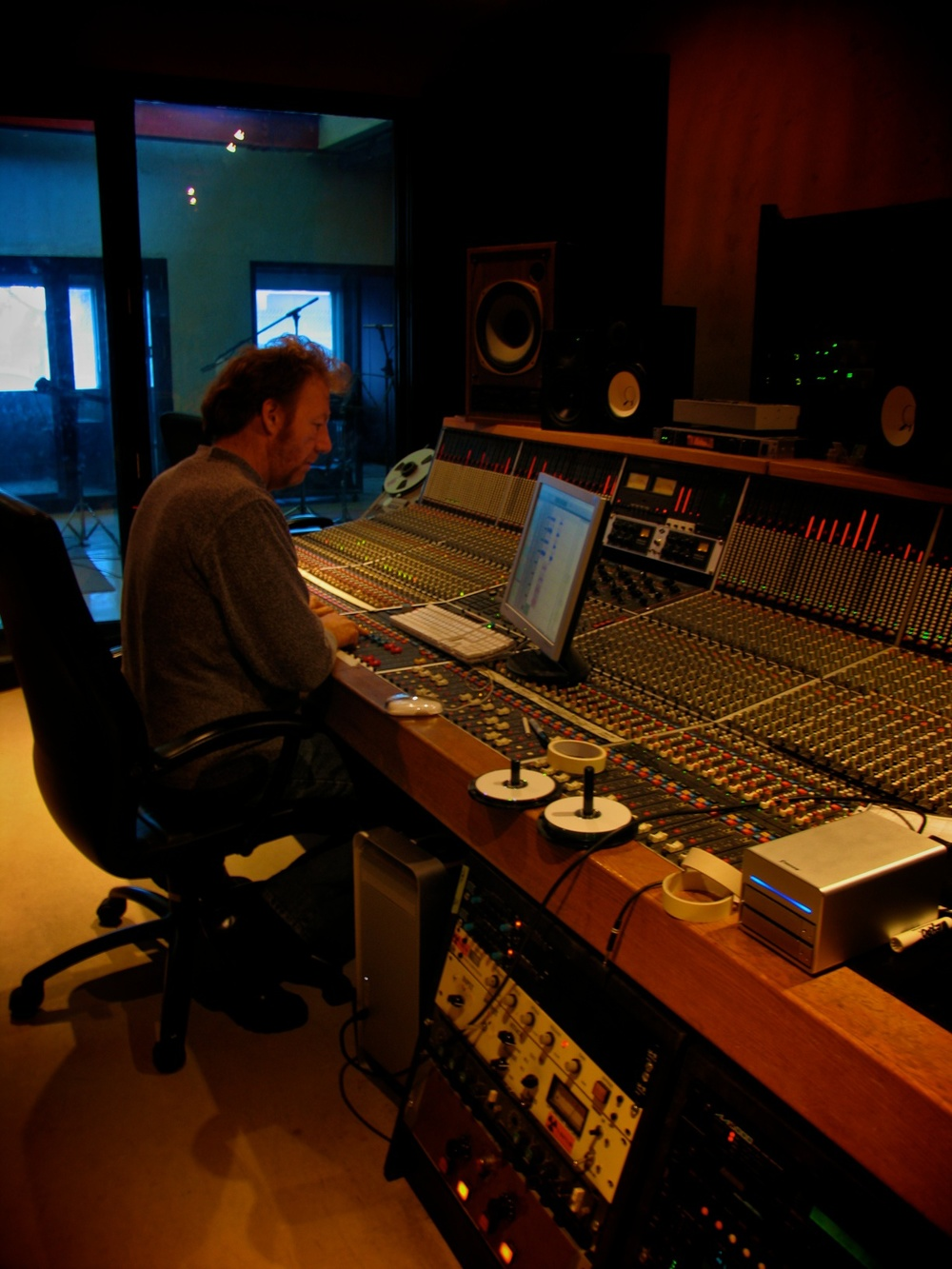 Dave McCluney at Atlantis Sound.jpg