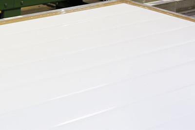 Overflate - Standard overflate i 0,55 mm galvanisert stålplate med 25 µm polyester, type Foodsafe. Overflate kan utførast i rustfritt stål, syrefast stål, glassfiber-armert polyester eller andre platetyper.