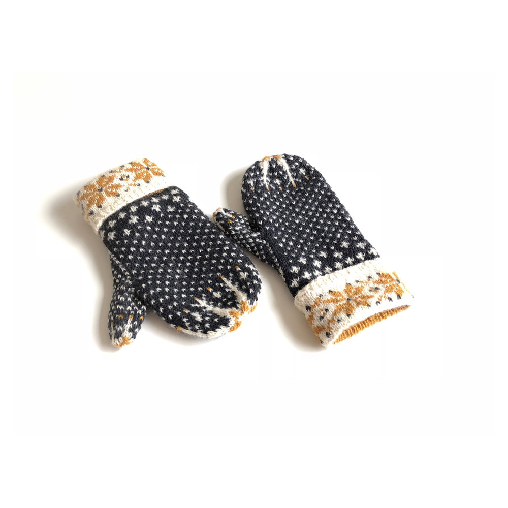 Mīlēt mittens : hands of friendship : one hand or the other