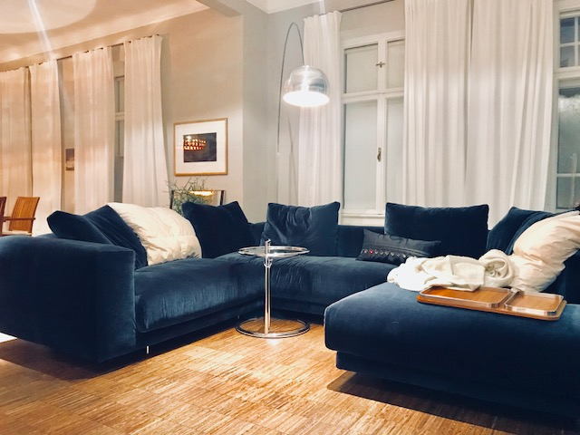 Unsere stimmig und modern eingerichtete Wohn-Etage mit ausgesuchten modernen Möbelstücken, Stoffen und Beleuchtungen ist in der privaten Jugendstil Villa A. in Ebreichsdorf zu sehen. Alles stammt aus den bei uns erhältlichen Kollectionen von cor, interlübke, draenert, verpan, vibia, classicon, vitra, treca interiors, MZH, Zimmer-Rhode, Tischler Arbeiten sowie eine Schauküche mit aktuellen studio-line Geräten von siemens.  Besuchstermine nachmittags Di, Mi, Do  gegen Voranmeldung
