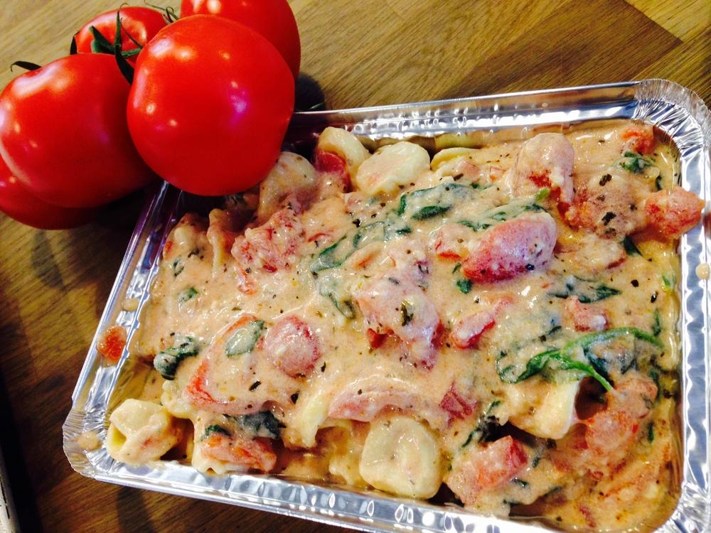 creamy tomato & spinach cheese tortellini
